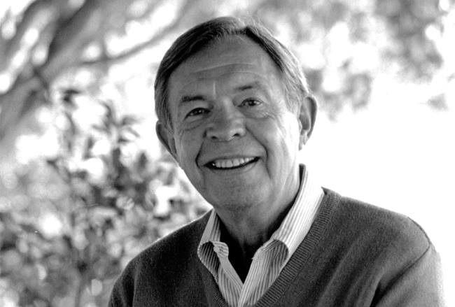Psychoterapeut Thomas Gordon, autor slavných knih Výchova bez poražených a Škola bez poražených.