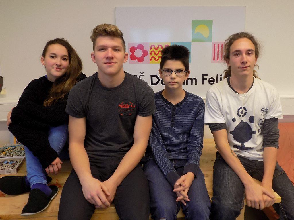 Žáci Donum Felix (zleva doprava) Valča Dobešová, Miky Dobeš, Matěj Růžek a učitel Jakub Václavovič
