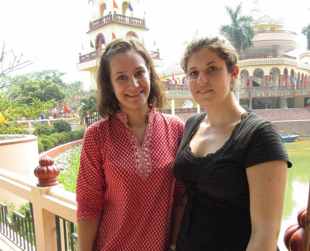Julie Medová (vlevo) a Dominika Drahovzalová v Indii během studií.