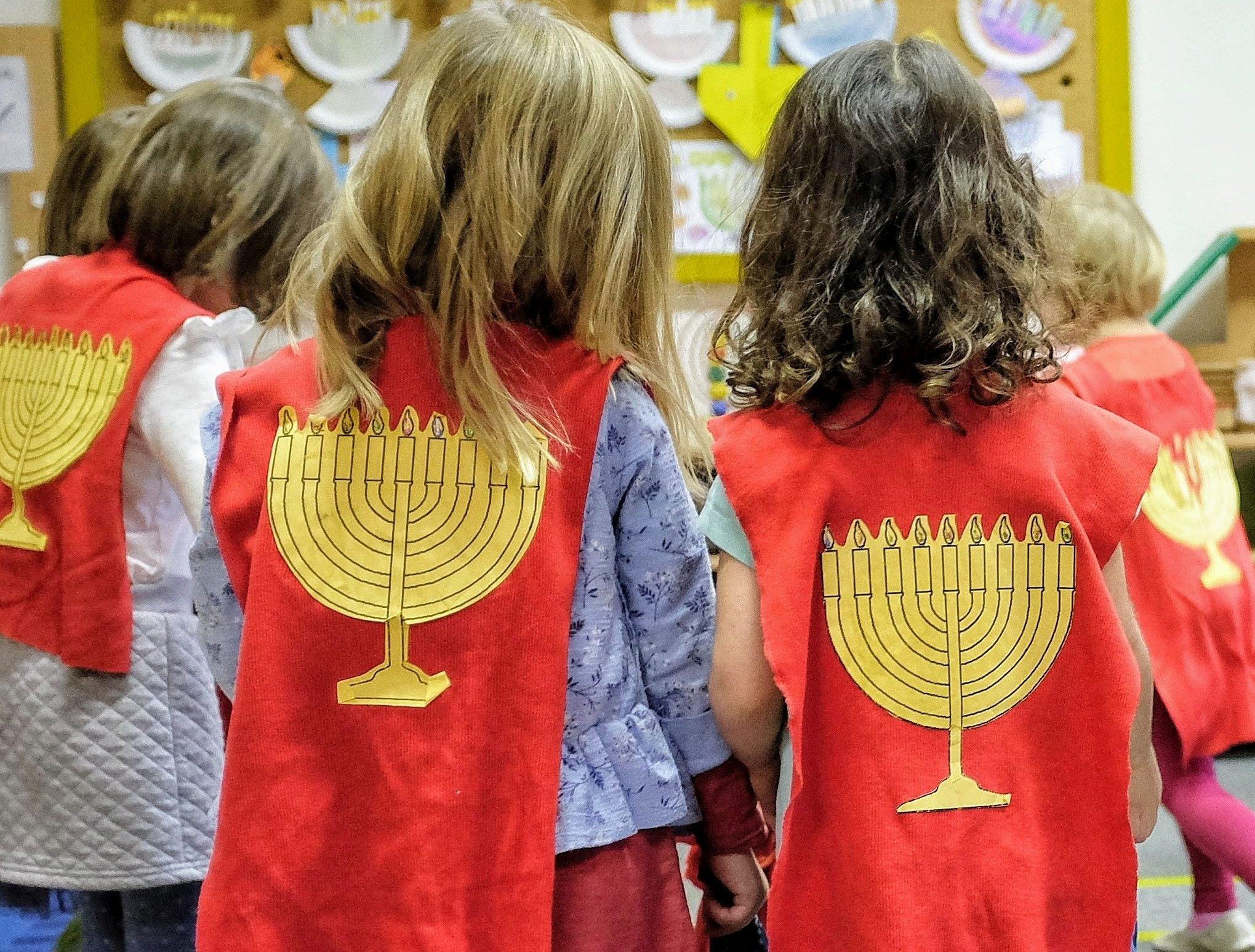 Oslava svátků je tu součástí výuky. Lauderovy školy mají i školku.