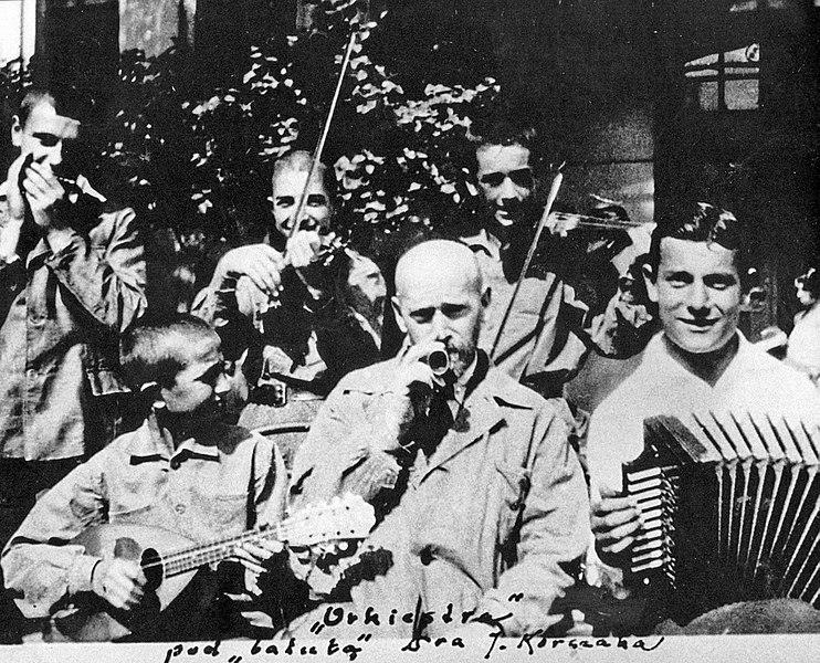 Janusz Korczak se svými svěřenci
