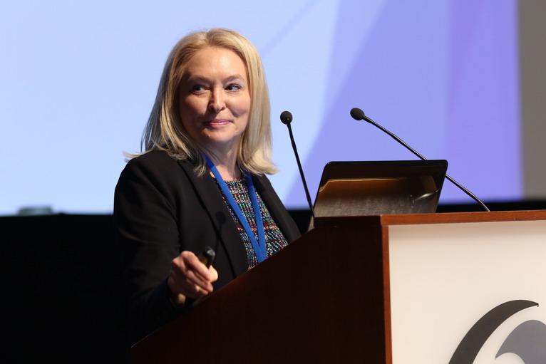 Ellen B. Braaten na pražské konferenci