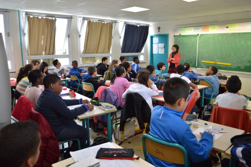 Jarka Fournier ve své třídě v pařížském předměstí Pantin. Foto: archiv Jarky Fournier