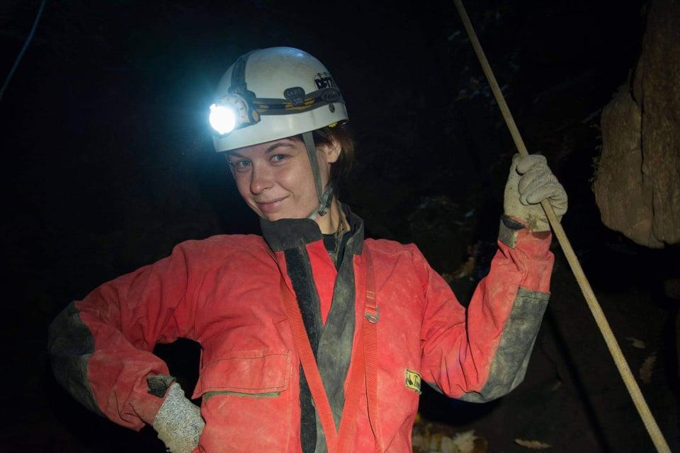 Jeskyně je skvělá učitelka, říká lektorka kroužku pro divoké děti, ale i jeskyňářského oddílu. Foto: Štěpán Mátl