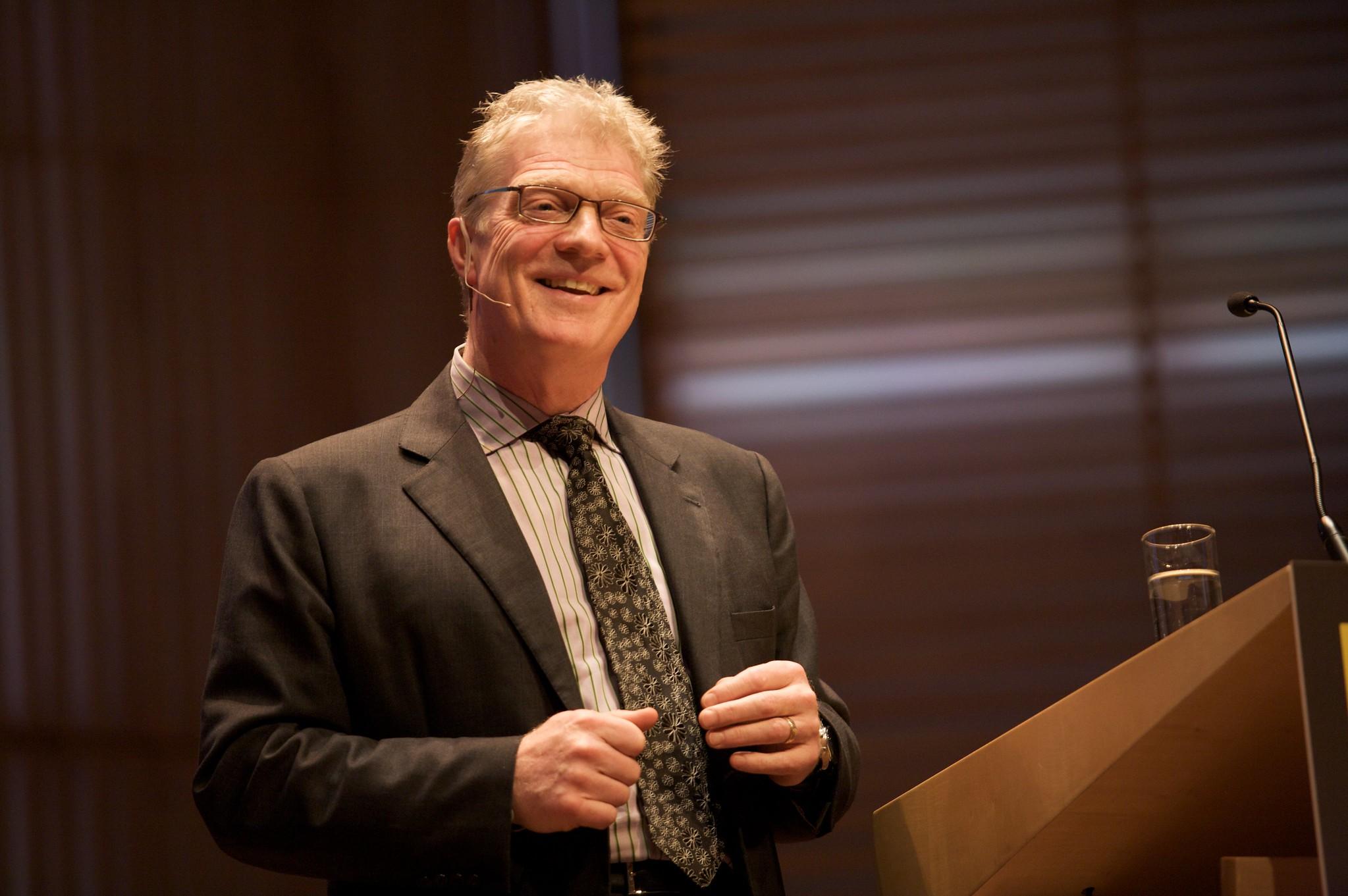 Když nejste připraveni chybovat, nikdy nepřijdete sničím originálním, říkal Ken Robinson.
