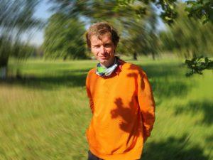 """František Tichý: Velmi jsem toužil jeho zkušenosti využít v dětském domově, kde jsem jako mladík chtěl pracovat. Ale můj život nakonec dopadl jinak. To, co on vyzkoušel na dětech, které potřebovaly resocializaci, dobře funguje i na studentech z """"dobrých"""" rodin. FOTO: Jitka Polanská"""