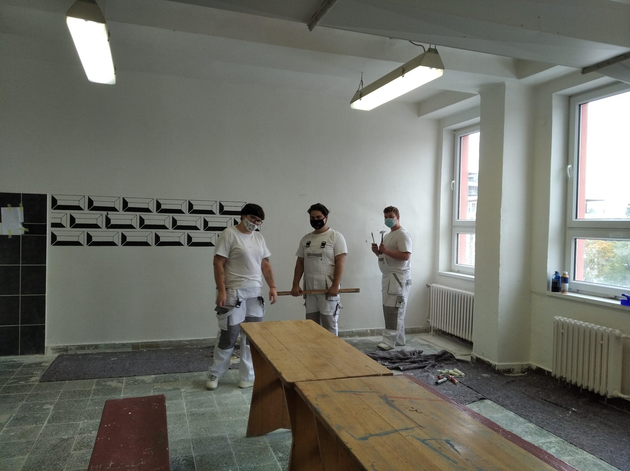 Ve škole je to fajn, ale nejlepší je, když už normálně pracujeme na zakázce, shodují se malíři.