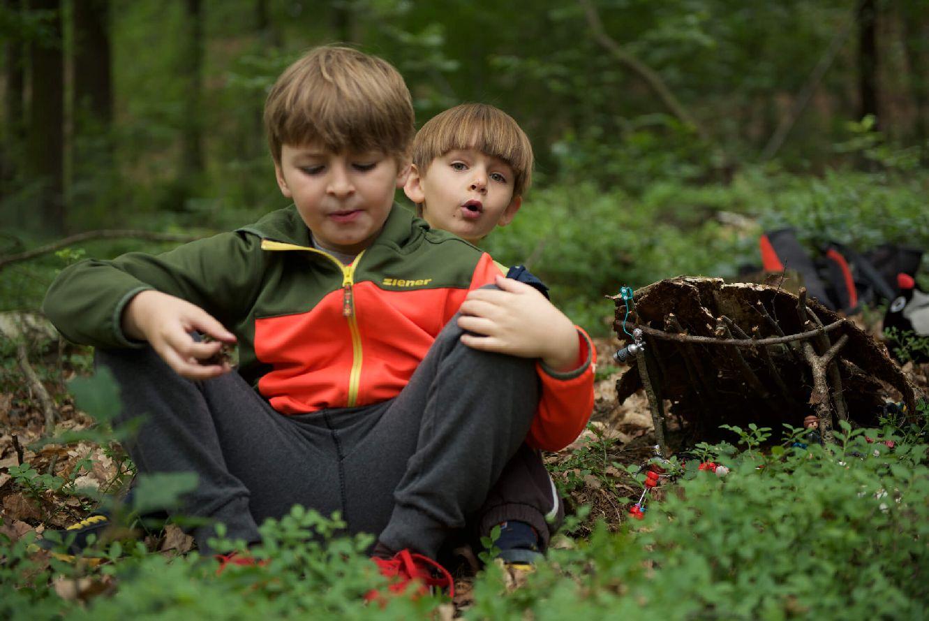 Učit se má co nejvíc venku. Děti potřebují pohyb, čerstvý vzduch, zdravý životní styl a podněty reálného světa. FOTO: Alice Hrubá