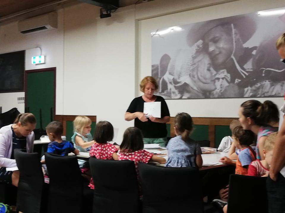S výukou předškoláků mi pomáhá Jeníček s Mařenkou, Budulínek i Otesánek, říká Zuzana Tascas. Děti české pohádky milují.