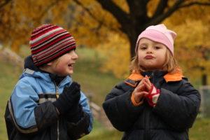 Dítě se vždy bude snažit prorazit a získat si pro sebe prostor pro hru, ale časem to začne vzdávat.