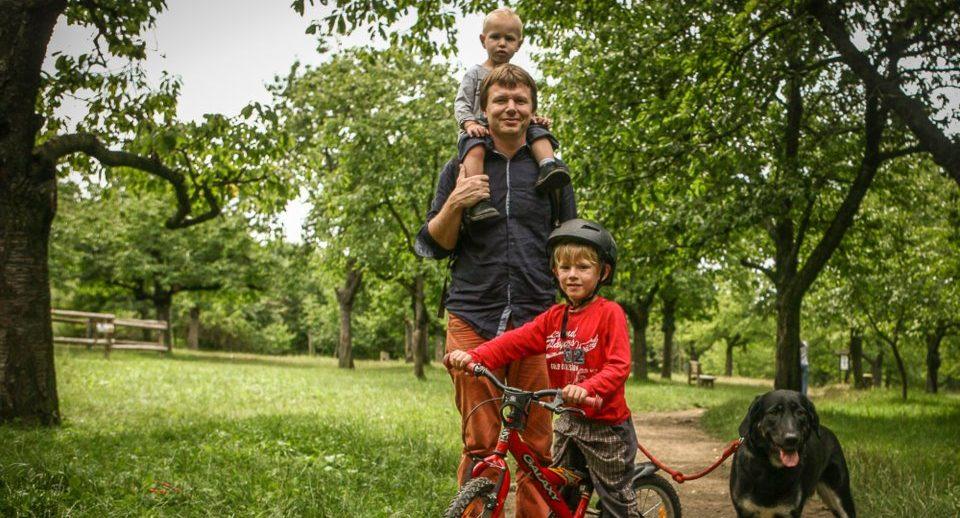 Jan Vávra s dětmi, když byly ještě malé.