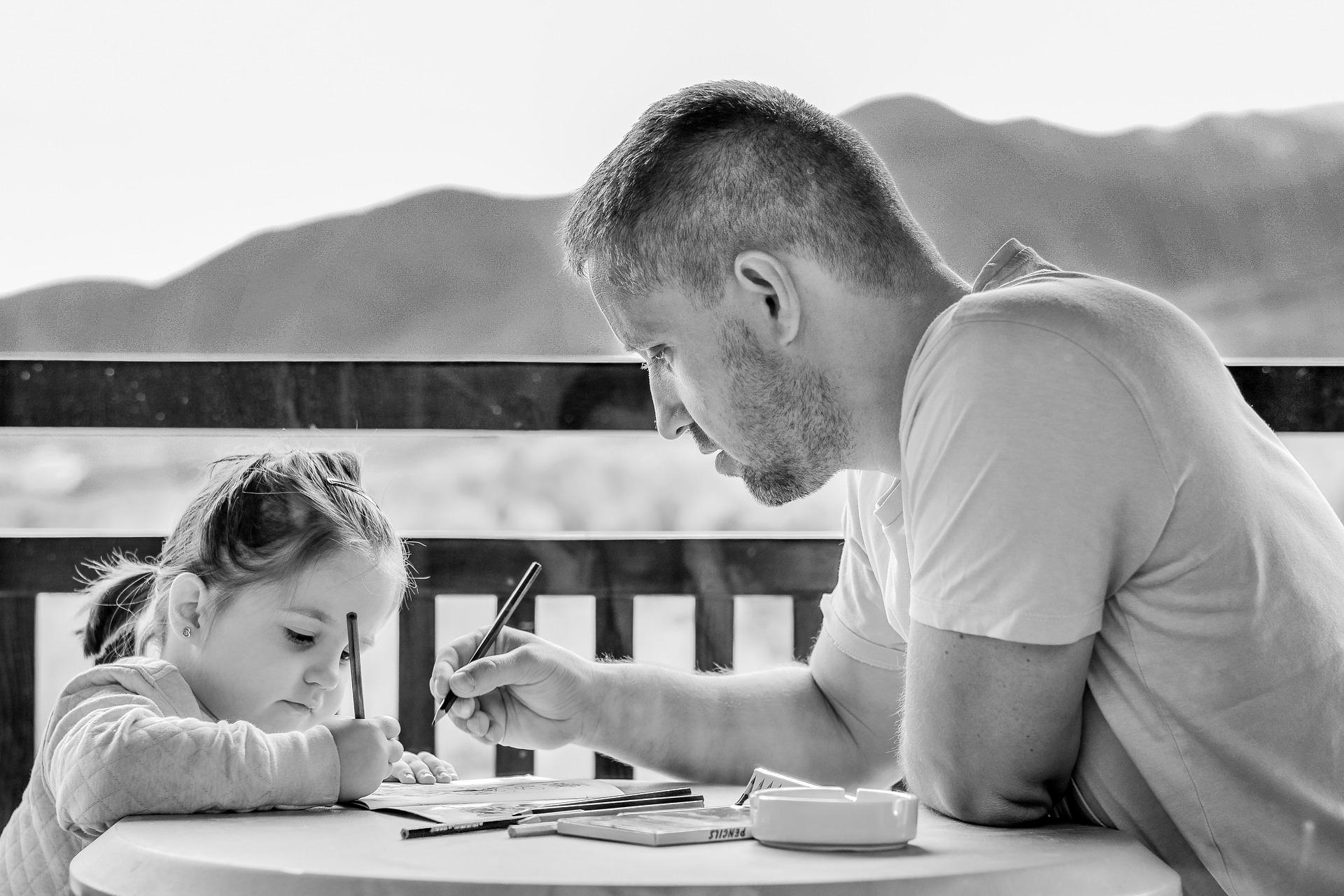 Možná si z pandemie koronaviru odneseme, že se otcové budou chtít víc zapojovat do péče o děti.