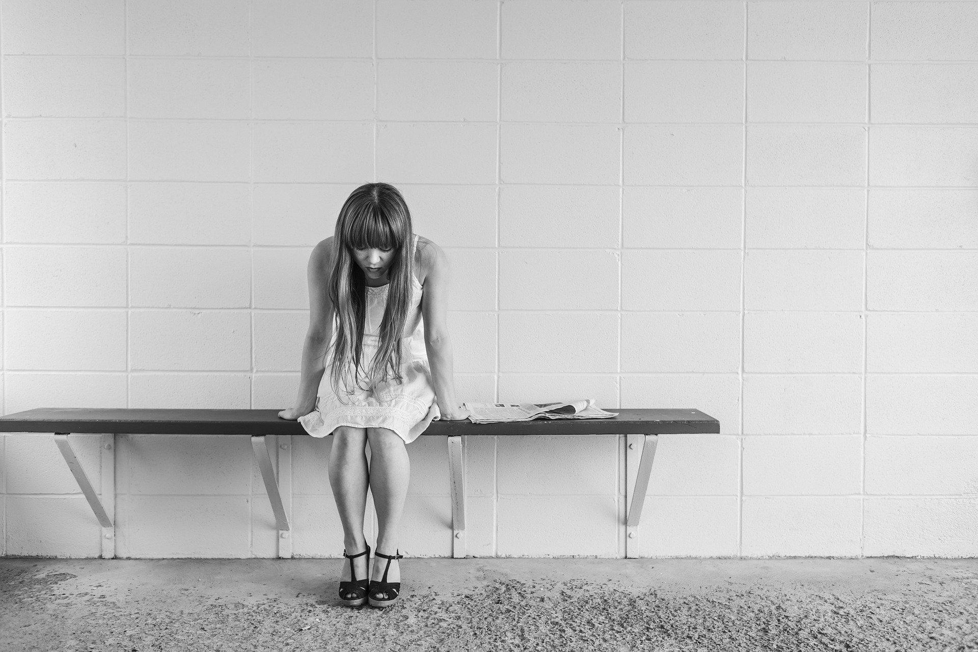 Své oběti šikana v dlouhodobém horizontu poškozuje i sociálně a ekonomicky: ti, kdo ji ve škole zažili, jsou o desítky let později častěji nezaměstnaní, mají nižší příjmy a jsou osamělejší.