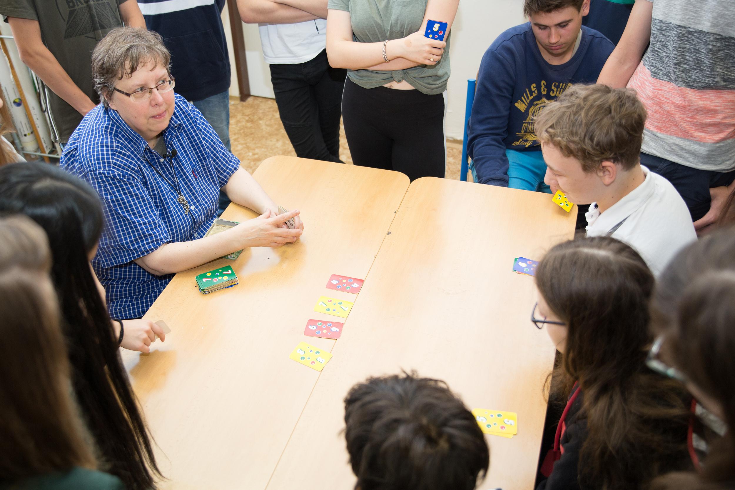Alena Vávrová přivítala odbornou porotu GTP 16. května na hodině matematiky v 9. třídě.