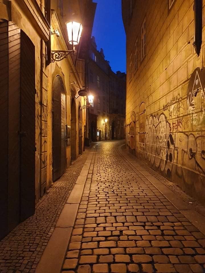 """Je víkendový podvečer, Praha uprostřed pandemie, teplota kolem nuly, nikde ani živáčka. Lepší večer jsme si pro """"rychlošípáckou"""" bojovku nemohli vybrat."""