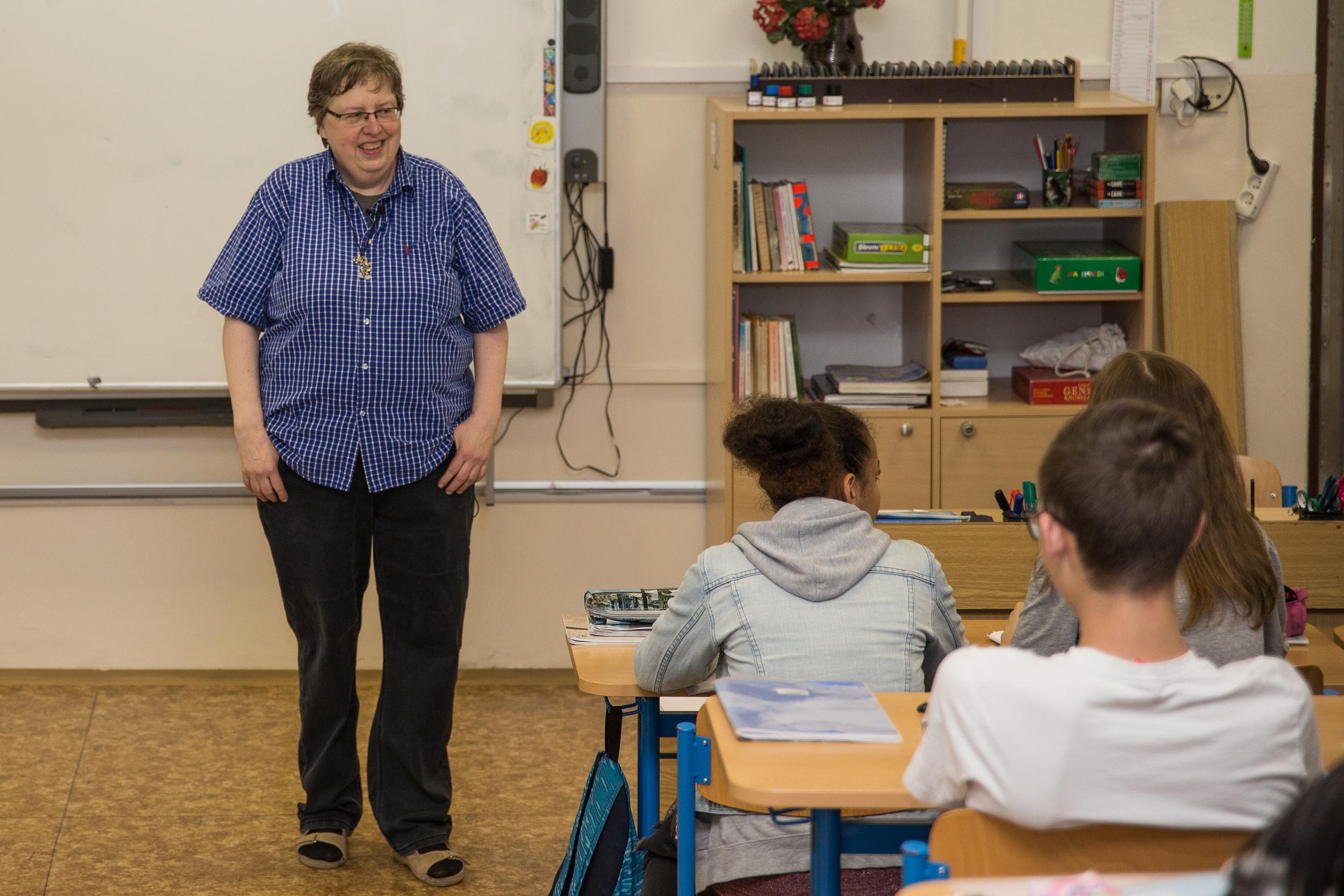 """""""Ve školách věnujeme hodně pozornosti dětem se slabšími výsledky, ale je tu i pravá část Gaussovy křivky, intelektově nadané děti taky potřebují naši pomoc,"""" říká Alena Vávrová, finalistka českého kola Global Teacher Prize 2018."""