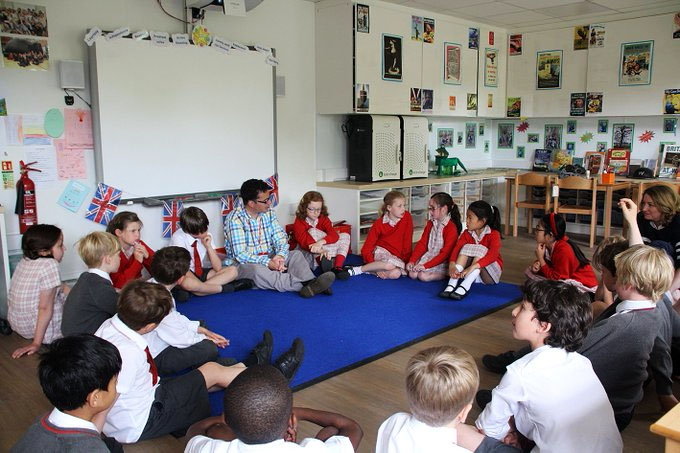 """""""Je prokázané, že pro učení je podstatné """"kdo mluví"""". Je proto důležité, aby učitelé předali odpovědnost za učení se dětem."""""""
