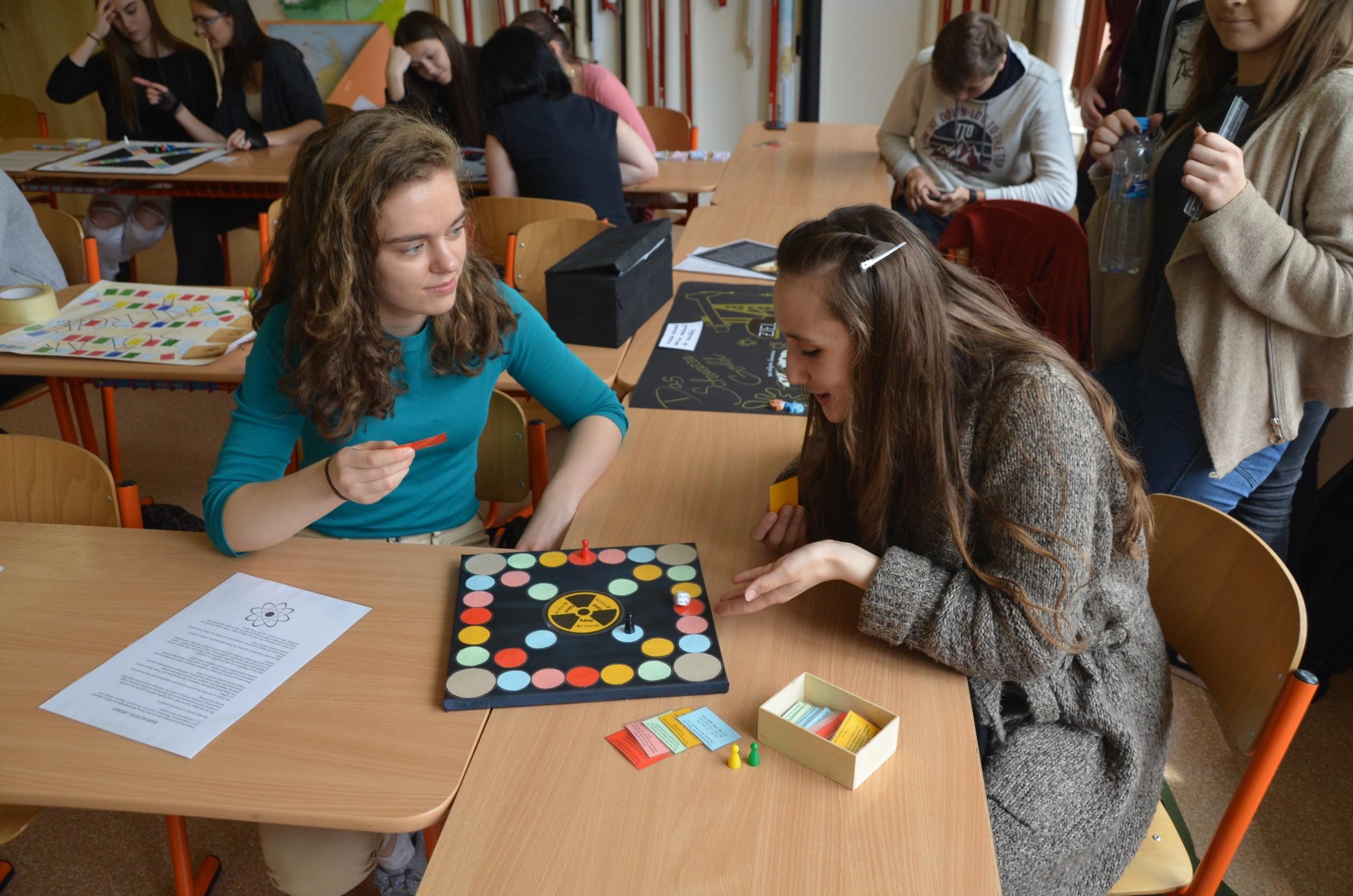 Maturanti z popradského biligvního gymnázia skládají maturitu německou, jsou proto jediní, kteří ji na Slovensku musejí absolvovat povinně.