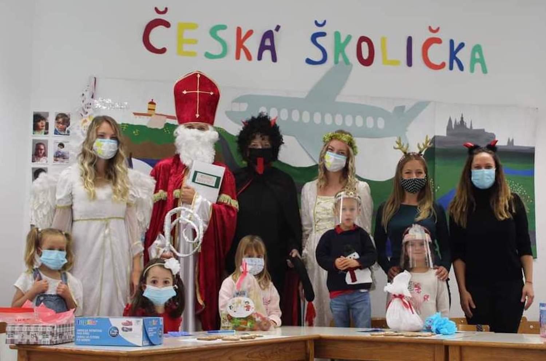 Mikuláš v České školičce Faro.
