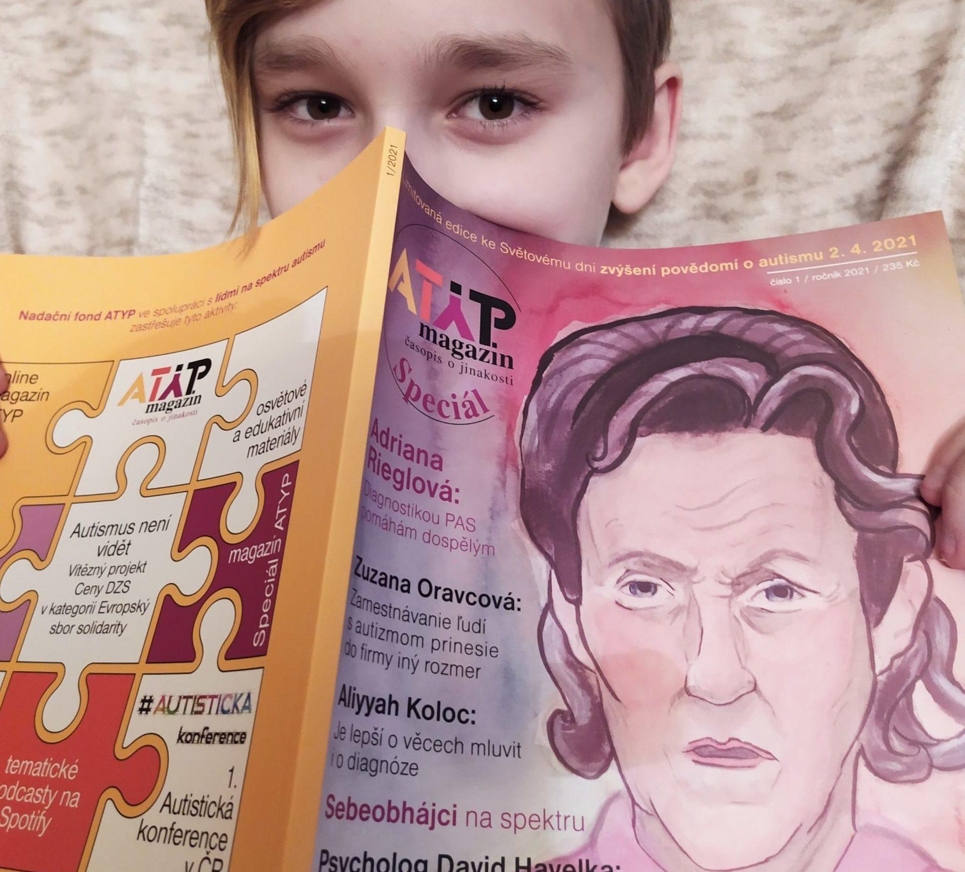 Tahákem magazínu je rozhovor s nejznámější autistickou aktivistkou Temple Grandin. Ilustrace a komiksy, kterých je magazín plný, vytvářejí výtvarníci s diagnózou PAS.
