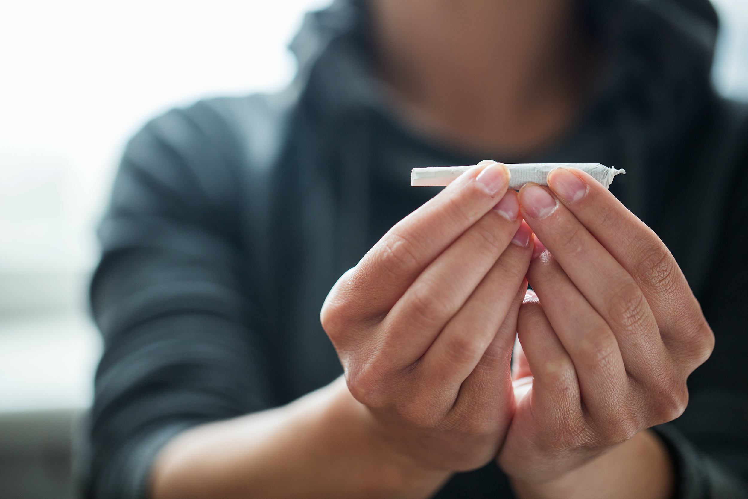Buďte opatrní s přímým obviňováním, konfrontací případně skrytou kontrolou. Důsledkem takových kroků bývá ztráta důvěry ve vztahu s dítětem, skrývání problémů nebo vyhýbání se kontaktu s rodičem.