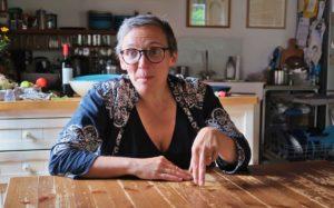 """""""Naše výchova je založená na svobodném dialogu mezi sobě si rovnými bytostmi. Když se mě děti na něco zeptají, tak jim svůj názor řeknu, ale nijak je nepedagogizuju,"""" říká Tereza Horváthová."""