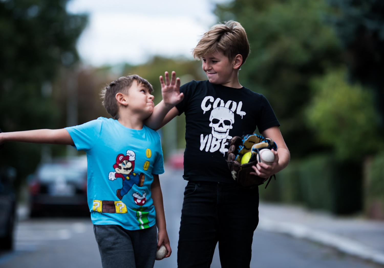 Ideální domluva by měla vypadat zhruba tak, že dítě má k dispozici část svých peněz na různé drobnosti, třeba na zmrzlinu s kamarády po cestě ze školy.