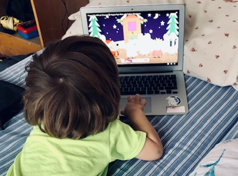 Předškolním dětem Světová zdravotnická organizace a Americká asociace pediatrů doporučuje maximálně hodinu před obrazovkou a to nejlépe s dospělým, který pořad také aktivně sleduje, komentuje a vysvětluje.