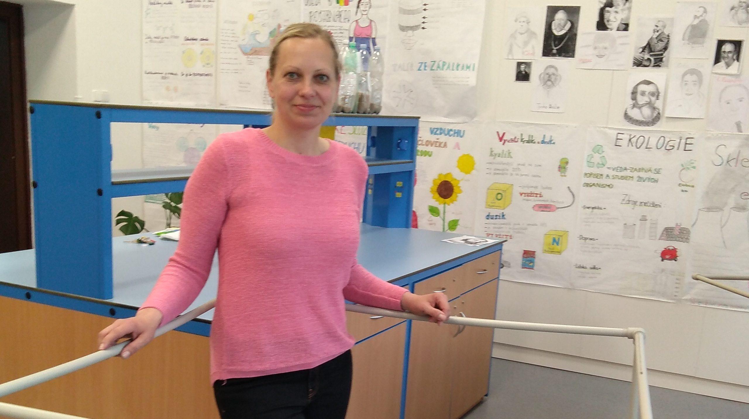 Jana Červená učí už deset let. Před mateřskou pracovala na střední škole, po ní nastoupila na základní školu. Každý rok se snažila svou výuku obohatit tak, aby děti více bavila.