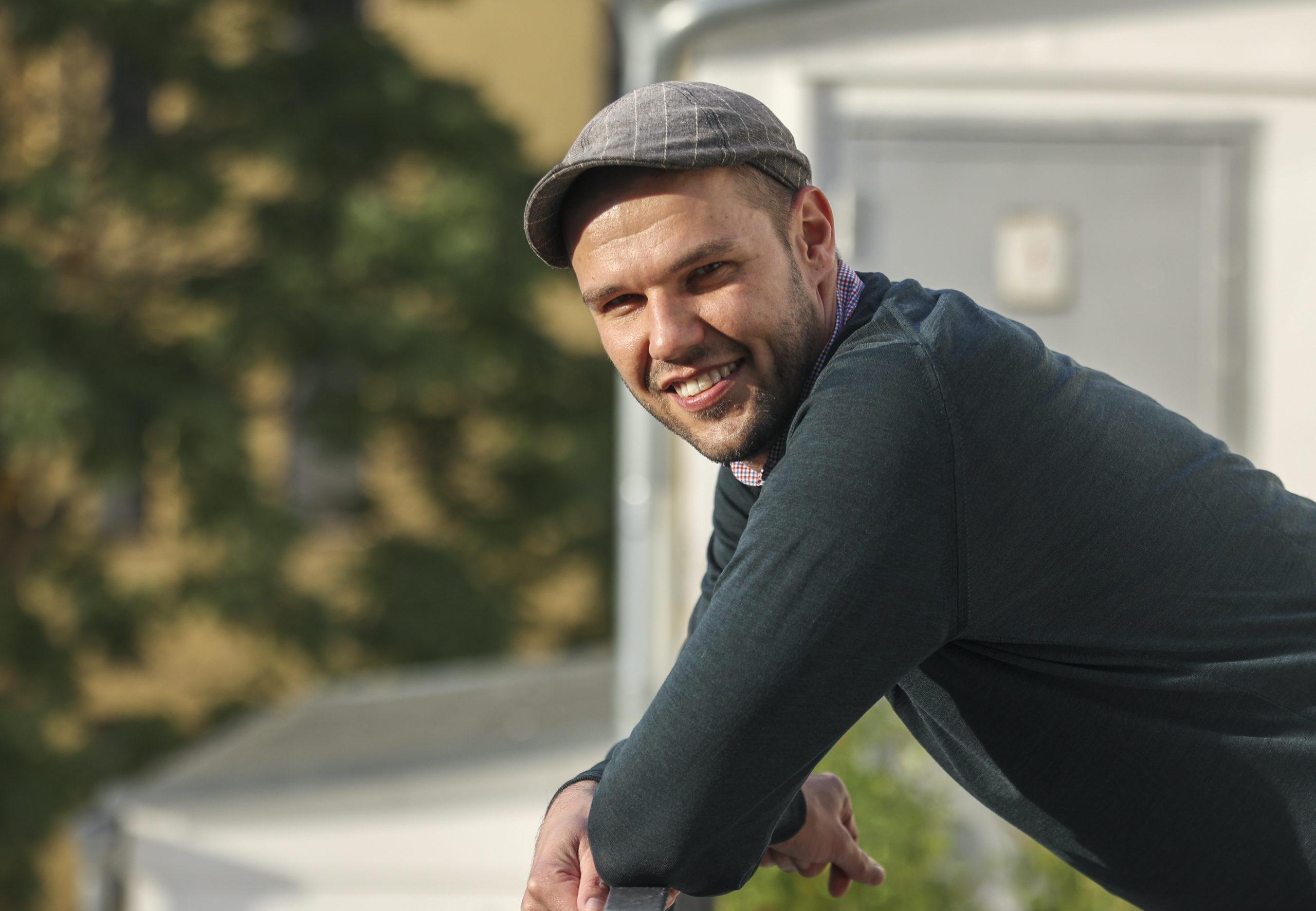 """Jan Brož: """"Jakožto člověka, který české školství opustil v předinternetové době žákovské knížky, mě překvapilo, kolik kanálů škola využívá."""""""