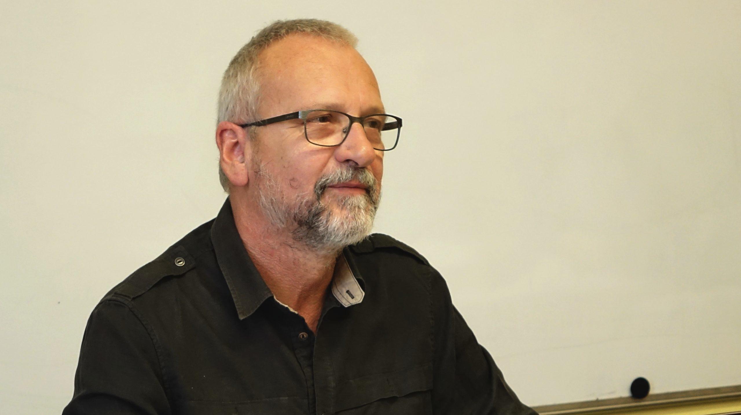 """""""Budu se snažit vždycky pomoct,"""" slibuje školský ombudsman Slávek Hrzal."""